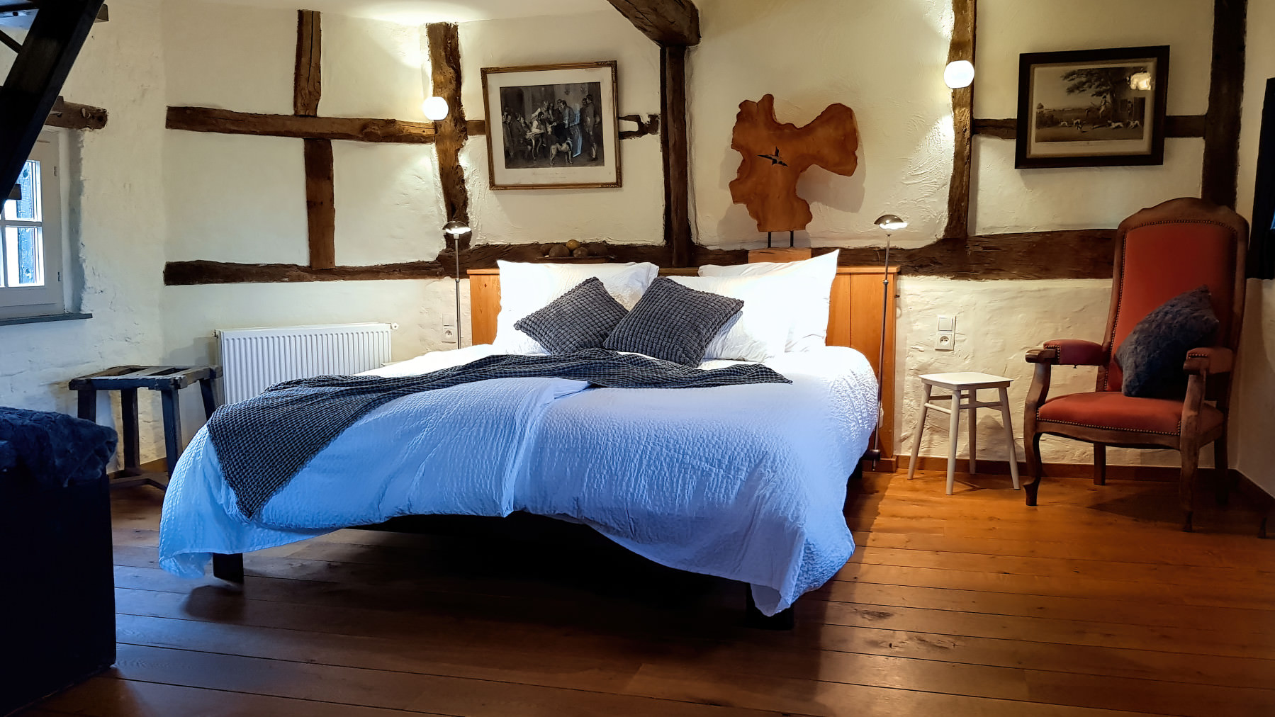 Background image of the bedroom with an Auping bed in it. It's the bedroom of the bed & breakfast of Onder de Poort in Moelingen Belgium